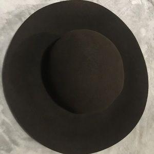 Aritzia 100%wool floppy hat 👒❤️